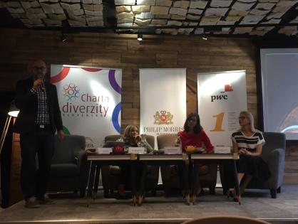 Slovenské ženy zarábajú o 18 % menej ako muži – ako dosiahnuť rovnosť platov?